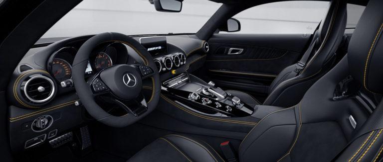 Mercedes AMG GT-R vom beifahrersitz aus fotografiert bei mach2cars in Stuttgart