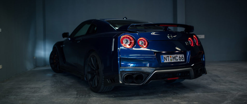Nissan GT-R von hinten links in der Autovermietung mach2cars in Stuttgart