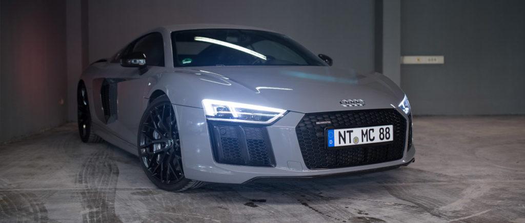 Audi R8 V10 Plus vorne rechts in der Autovermietung mach2cars