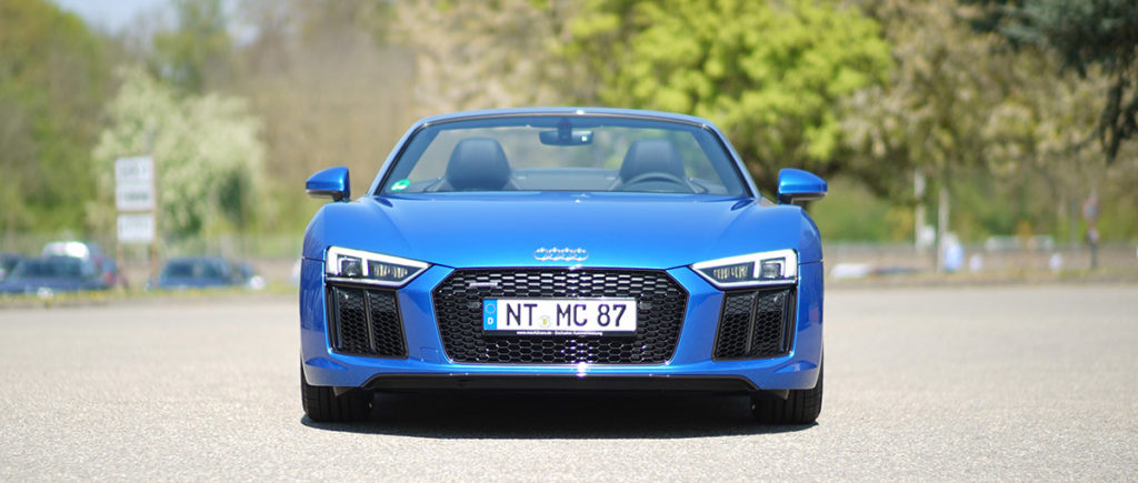 Audi R8 V10 Spyder vorne links in der Autovemietung mach2cars in Stuttgart