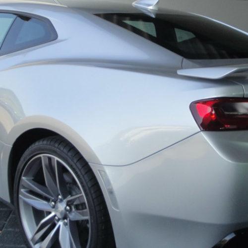 Chevrolet Camaro Coupe hinten links in der Autovemietung mach2cars in Stuttgart