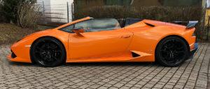 Lamborghini Huracan Spyder in orange von der linken Seite bei mach2cars der Autovermietung in Stuttgart