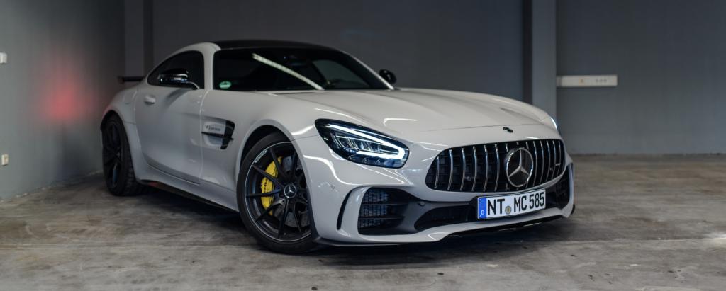 Grauer Sportwagen - Mercedes AMG GT R