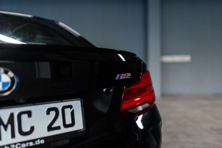 Hinteres Licht eines schwarzen BMW von mach2cars in Stuttgart