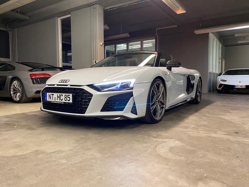Audi R8 Spyder V10 Performance in der Garage von mach2cars Autovermietung