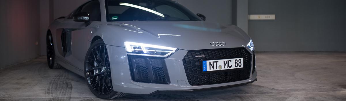 Parkender Audi Sportwagen, in der Garage von mach2cars Stuttgart