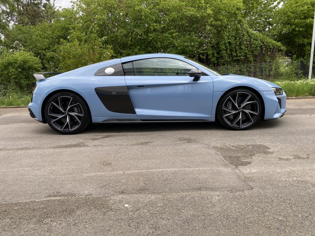 Blauer Audi R8 Coupè V10 Performance von mach2cars