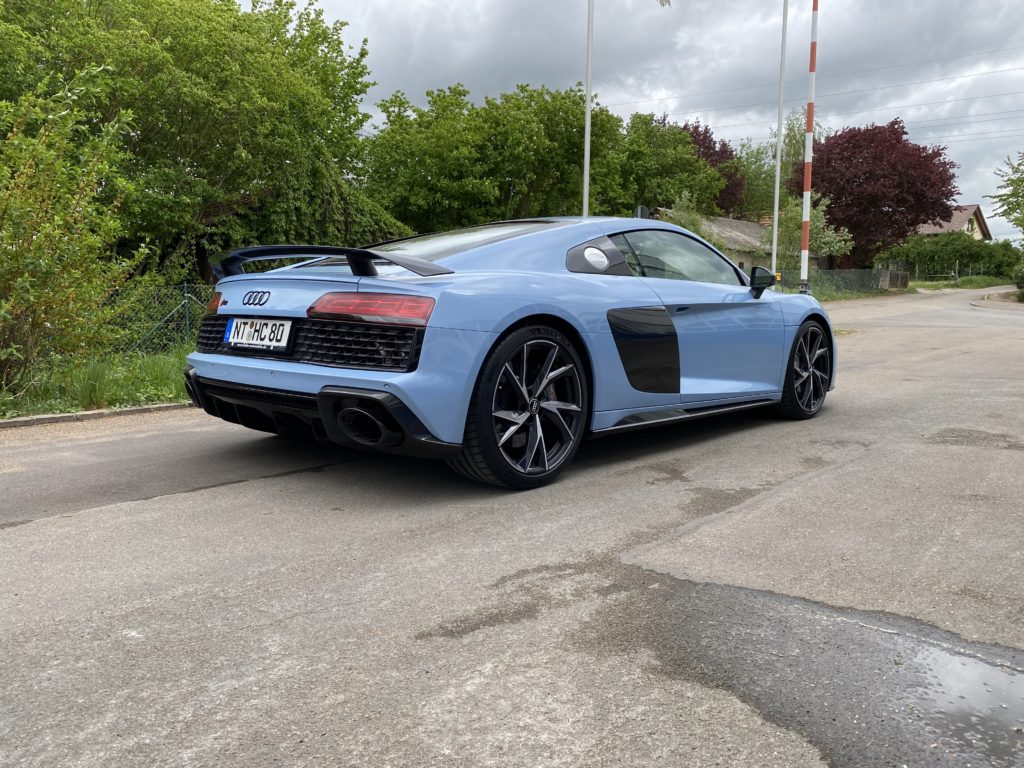 Blauer Audi R8 Coupè V10 Performance